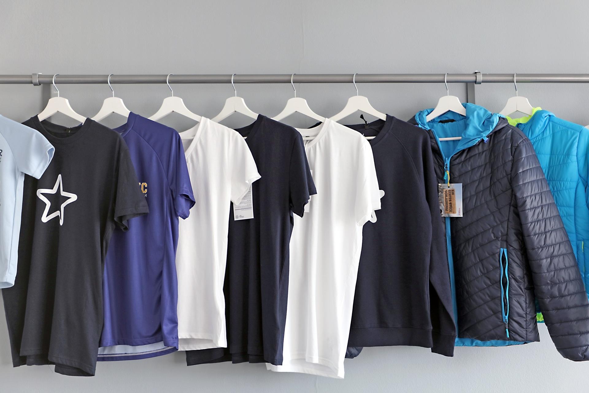 Textilien bedrucken und besticken